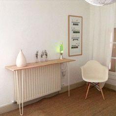 Jolie console de décoration réalisée avec une planche en bois et deux pieds en épingle / hairpin legs ripaton de 71cm.  Un DIY démo facile à réaliser.