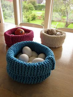 Knitted Baskets, made with short rows, from Drops. free knitting pattern