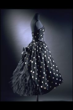 Antonio Castillo for Lanvin dress ca. 1957. I really do think I might kill to get this dress. Serious bodily harm for a certainty.