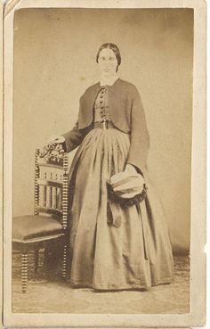 Portrait of a Civil War lady wearing a short jacket