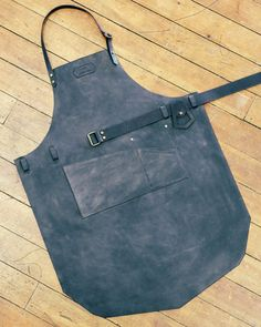 Mens Apron - Leather Shop Apron by Niyona Sewing Aprons, Sewing Clothes, Leather Braces, Shop Apron, Work Aprons, Leather Apron, Aprons For Men, Apron Designs, Leather Working