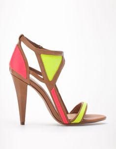 Bershka Kuwait - Bershka combined geometric sandals 19.50 KWD Note Heel height: 10,5 cm.