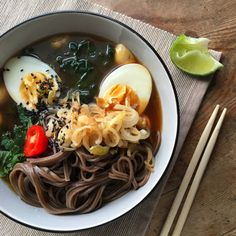 My warming miso bowl recipe is the ultimate healthy comfort food. Filled with cavolo nero, button mushrooms, soba noodles and hard boiled eggs, this dinner is a guilt free vegetarian delight. Scrumptious.