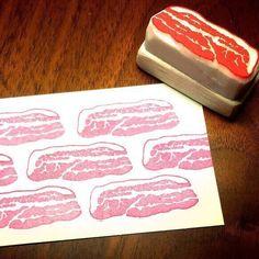「生肉の赤と白のシンプルで力強いビジュアルが大好きなのでハンコにした」