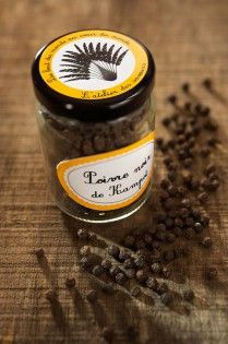Kampot pepper has a unique flavour and smell, distinguishing it from other types of peppercorn. The aroma literally springs out of the bag and the hot taste is slightly eucalyptus. This spice of the world comes from the craft of Cambodia, it will wonderfully spice up any traditional dish, giving it an exotic touch. Its content is extremely rich in the mouth, it will surprise any fan of new taste sensations.