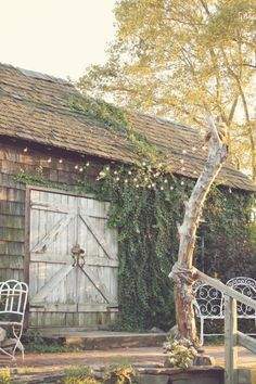 Love this barn (1) From: Bits Of Beauty (2) Webpage has a convenient Pin It Button