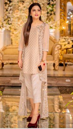 Pakistani Party Wear Dresses, Beautiful Pakistani Dresses, Designer Party Wear Dresses, Pakistani Dress Design, Pakistani Outfits, Indian Fashion Dresses, Indian Designer Outfits, Sleeves Designs For Dresses, Dress Designs