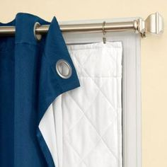Another temporary option for the colder months of the year is to use curtain clips to hang a thick insulation behind summery curtains. - Curtains World No Sew Curtains, Rod Pocket Curtains, Diy Blackout Curtains, Grommet Curtains, Drapery, Thick Curtains, Double Window Curtains, Layered Curtains, Blackout Blinds