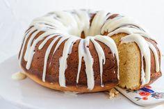 Meyer Lemon Pound Cake with Cream Cheese Glaze Recipe - Kraft Canada Cream Cheese Glaze, Cream Cheese Pound Cake, Kraft Foods, Kraft Recipes, Delicious Desserts, Dessert Recipes, Yummy Food, Homemade Desserts, Citron Meyer