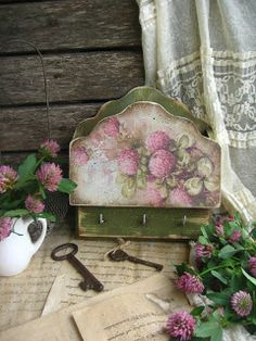 MARINA NIKULINA : кантри Wooden Key Holder, Key To My Heart, Pallet Art, Vintage Crafts, Rose Bouquet, Painted Furniture, House Warming, First Birthdays, Decorative Boxes