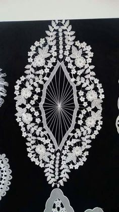 İğne oyası Creative Embroidery, Point Lace, Cutwork, Fashion Sewing, Embroidery Dress, Crochet Doilies, Needlework, Diy And Crafts, Angel