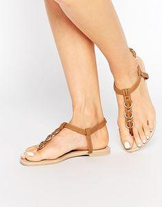 New Look – Gewebte, flache Sandalen mit Ringverzierung