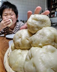 Japenese Food, Meat Bun, My Favorite Food, Favorite Recipes, Bread Cake, Happy Foods, Pain, Bread Recipes, Delish