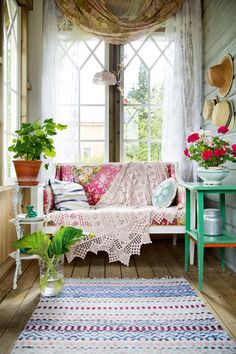 New cozy patio decor cottage porch ideas Style Shabby Chic, Scandi Style, Style Cottage, Cottage Porch, Period Living, Bedroom Lighting, Cheap Home Decor, Porches, Home Remodeling