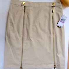 """🌷💐🎀Michael Kors skirt🎀💐🌷 So cute brand new MK skirt.  20"""" length.price is firm please. Michael Kors Skirts"""