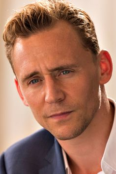 Tom Hiddleston in The Night Manager. Full size image: http://tomhiddleston.us/gallery/albums/tv/thenightmanager/stills/1x04/013.jpg Source: http://tomhiddleston.us/gallery/thumbnails.php?album=659