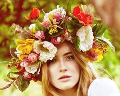 Boho flower crown bridal hair ideas Toni Kami ⊱✿⊰ Flowers in her hair ⊱✿⊰ corona halo hairstyles