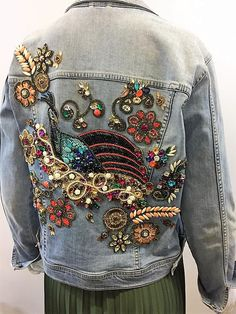Moda crochê - Veja dicas de look, ideias e receitas - Fashion Bubbles + Rovella & Schultz Ripped Jeans With Fishnets, Denim Jacket Embroidery, Moda Minimal, Fashion Bubbles, Estilo Jeans, Denim Ideas, Peplum Tops, Painted Clothes, Diy Clothing