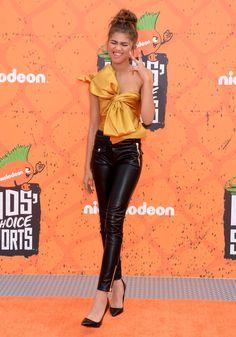 Zendaya at Nickelodeon's Kids' Choice Sports Awards in LA Kids Choice Sports Awards, Kids Choice Award, Zendaya Outfits, Zendaya Style, Nickelodeon Awards, Zendaya Maree Stoermer Coleman, Dress For Success, Miranda Kerr, Beautiful Celebrities