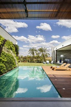 Neutral and Natural Tones - Piscina Backyard Pool Designs, Swimming Pools Backyard, Swimming Pool Designs, Piscina Diy, Moderne Pools, Small Pool Design, Pool Landscape Design, Outdoor Landscaping, Outdoor Pool