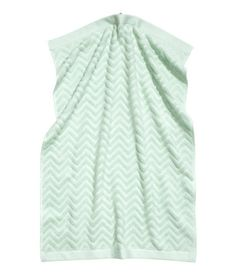 Guest towels in cotton terry with a jacquard-weave zigzag pattern and a hanger on one short side. Motif Zigzag, Zig Zag Pattern, Guest Towels, Hand Towels, H&m Home, Terry Towel, White Towels, H&m Online, Jacquard Weave