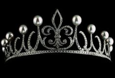 Tiara given to Princess Letizia either by her husband for their 5th anniversary or as a gift from the jewelers Ansorena.