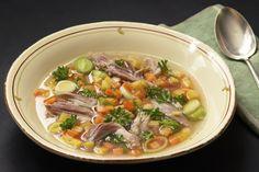 Høstsuppe  Skal du bare lage én suppe i høst, må det bli denne smakfulle varianten! Det tar tid å koke kjøttet, men selve retten er veldig e...