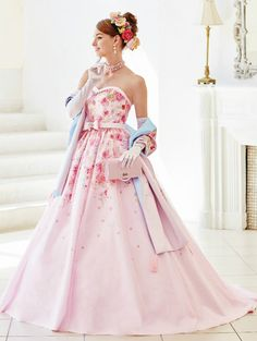 22 Gorgeous Floral Wedding Dresses Blooming with New Details! Barbie Bridal, Iconic Dresses, Princess Ball Gowns, Fantasy Dress, Barbie Dress, Wedding Party Dresses, Ball Dresses, Dress Brands, Pretty Dresses
