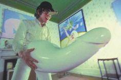 Arancia meccanica 1971 - Stanley Kubrick Malcom Mcdowell maneggia dildo fuori misura