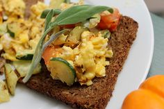 bread with scrambeled eggs, veggies and sage