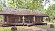 A dogtrot house is a one-story home, traditionally a log cabin, with a large hallway or breezeway through the center of the house. Dog Trot House Plans, House Plans One Story, One Story Homes, What Is A Cottage, Cottage Style Homes, Cabin Plans, Summer Heat, Dog Houses, Tiny Houses