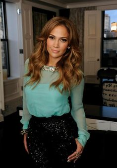 Jennifer Lopez ♛♔♕ ♡ JLO ♡ I'm a huge J.Lo fan, and I love her hair and this outfit! Jennifer Lopez, Looks Style, My Style, Looks Party, Mode Chic, Mode Outfits, Mode Inspiration, Color Inspiration, Mannequins