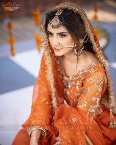 Mehndi Dress For Bride, Bridal Mehndi Dresses, Indian Bridal Outfits, Pakistani Wedding Dresses, Mehndi Brides, Desi Bridal Makeup, Bridal Makeup Looks, Bridal Looks, Party Wear Dresses