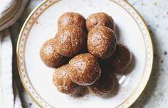 La meilleure recette de bouchées de tarte aux pommes (Très facile à faire!) Biscuits Graham, Pretzel Bites, Caramel, Bread, Apple, Snacks, Vegetables, Voici, Rice Krispies
