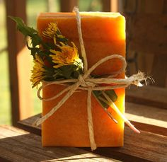 Honey & Dandelion Soap | Easy and Natural DIY Soaps by Pioneer Settler at http://pioneersettler.com/homemade-soap-making-recipes/