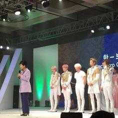 [Foto]  SHINee @ Fashion &Passion Event, Sao Paulo Brazil - junto a la presidente de Corea del Sur, Park Geun-hye http://ift.tt/1PBmS1B  Cr: camilavluz | Via: tWeeTy_jAc Subido por SHINee Argentina #SHINee  [Yass]