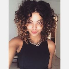 Day After e eu escolhi cabelo partidinho no meio tipo Beyonce bom dia! Haircuts For Curly Hair, Curly Hair Cuts, Short Curly Hair, Curly Girl, Curled Hairstyles, 1920s Hairstyles, Thin Hair, Hairstyles Haircuts, Natural Hair Styles