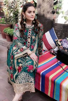 Pakistani Lawn Suits, Pakistani Girl, Pakistani Bridal Dresses, Pakistani Outfits, Pakistani Actress, Pakistani Culture, Pakistani Dramas, Punjabi Suits, Eid Dresses