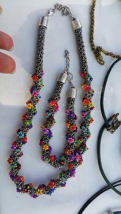 Beaded Jewelry, Beaded Necklace, Beaded Bracelets, Jewellery, Handmade Beads, Handmade Jewelry, Hand Art, Beading Tutorials, Beaded Flowers