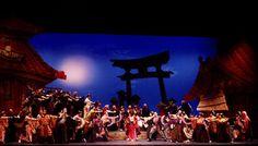 gilbert and sullivan s the mikado opera journeys mini guide series fisher burton d