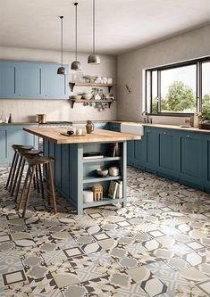 Be Square célèbre le béton : ce matériau neutre, polyvalent et intemporel. Les petits carreaux aux motifs graphiques permettent de créer des tapis de sol ou des crédences de cuisine aux figures géométriques, pour une décoration ultra tendance.