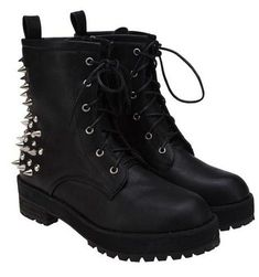 Ohhhh yes. Gimme these. Edgy and deadly all at the same time. You are in the right place about Rock Style punk Here we offer you the most beautiful pictures abou Style Punk Rock, Punk Rock Fashion, Gothic Fashion, Punk Rock Grunge, Estilo Rock, Cute Shoes, Me Too Shoes, Edgy Shoes, Casual Shoes