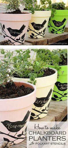 #DIY Chalkboard Planters -- such an adorable idea for an herb garden! || gerberadesigns.com
