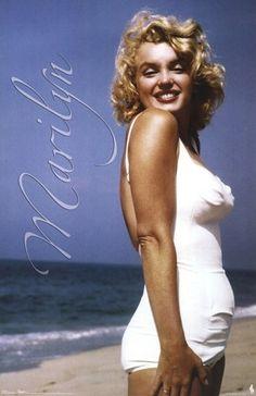 Marilyn Monroe - Beach Pose Poster