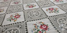 Gorgeous 80s Handmade Square Small Tablecloth, 82x84cm / 32.3x33in Basic Colors, Colours, Large Tablecloths, Floral Patches, Bobbin Lace, Cross Stitch, Embroidery, Quilts, Crochet