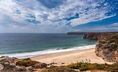#Portugal : les 10 plus belles plages d'Algarve - via Guide Evasion 07.08.2015 | Si vous envisagez un séjour dans le sud du Portugal, en Algarve, vous ne serez pas déçus par la beauté des plages de cette région. #algarve #voyage #tips Photo: La plage de Beliche, Sagrès, Algarve, Portugal