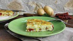Sformato di patate in padella con erbe aromatiche e pomodori secchi