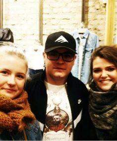 [16.02.14] Novas fotos de Gustav e duas fãs na Alemanha  Read more: http://tokiohotelhysteriapt.blogspot.pt/2014/02/160214-novas-fotos-de-gustav-e-duas-fas.html#ixzz2tpGLlKhM