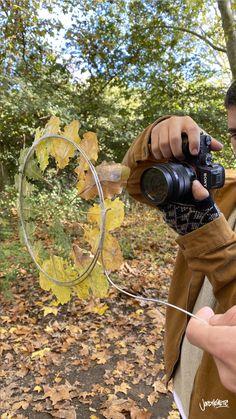 This Photographers Duo Reveals his Creative Tricks – Fubiz Media Film Photography Tips, Creative Portrait Photography, Photography Lessons, Autumn Photography, Creative Portraits, Photography Projects, Iphone Photography, Urban Photography, White Photography