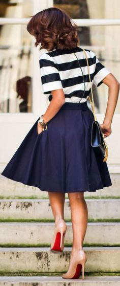 Românticas e cheias de charme elas estão a toda no street style! Lisas ou estampadas, tem para todo gosto!Elas nos remetem aos anos 50, à Dior. Mas agora chegam em todas as alturas, acima do joelho, nele, ou abaixo dele. … Continuar lendo →